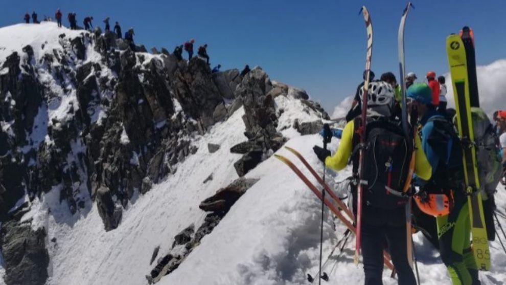 Los más de 200 montañeros se vieron atrapados por la aglomeración...