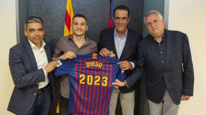 Dyego, tras firmar su renovación con el Barça Lassa.