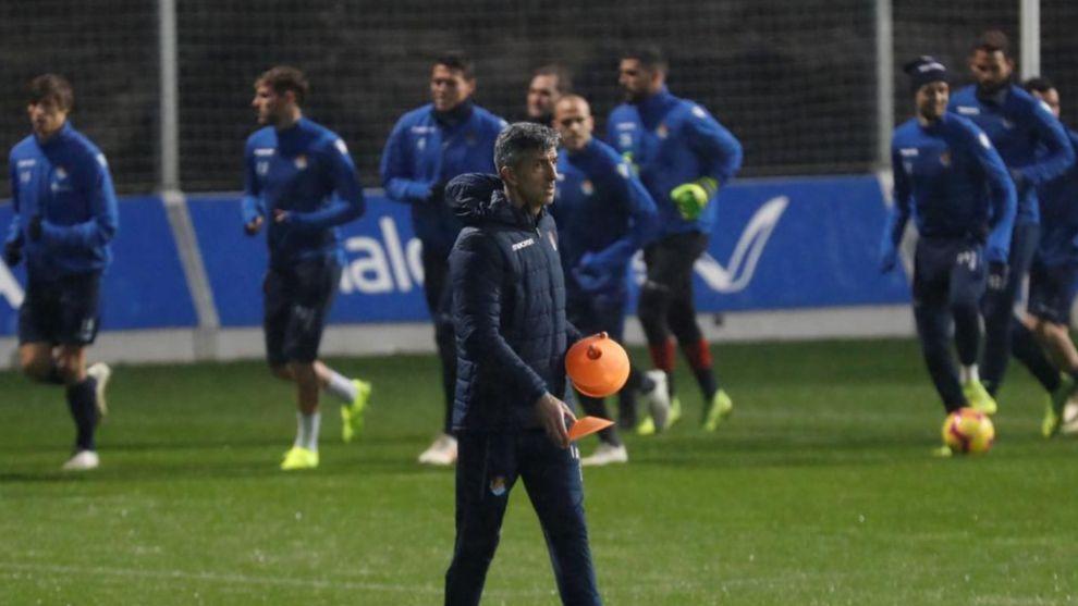 Imanol Alguacil, durante un entrenamiento con sus jugadores en...