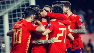 España celebra uno de los goles conseguidos en el partido ante...
