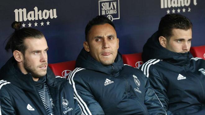 Gareth Bale, Keylor Navas and Nacho on the bench.
