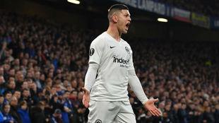 Jovic celebra su gol al Chelsea en la Europa League con el Eintracht...