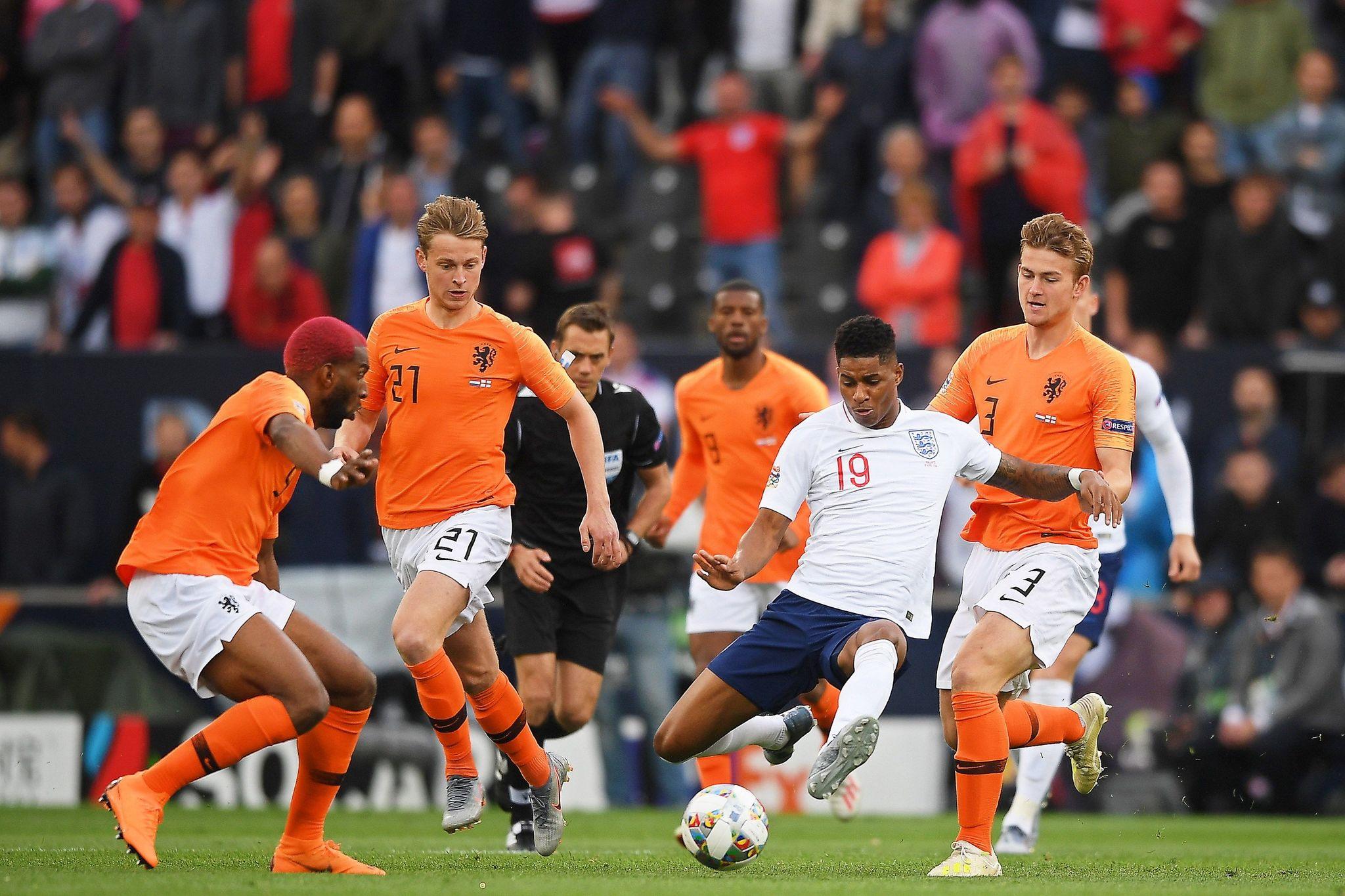 EPA4545. GUIMARAES (PORTUGAL), 06/06/2019.- Marcus Rashford (2d) de Inglaterra en acción contra Matthijs de <HIT>Ligt</HIT> (d) de Holanda durante la semifinal de la Liga de Naciones de la UEFA entre Holanda e Inglaterra este jueves, en el estadio D. Afonso Henriques, en Guimaraes (Portugal). EFE/HUGO DELGADO