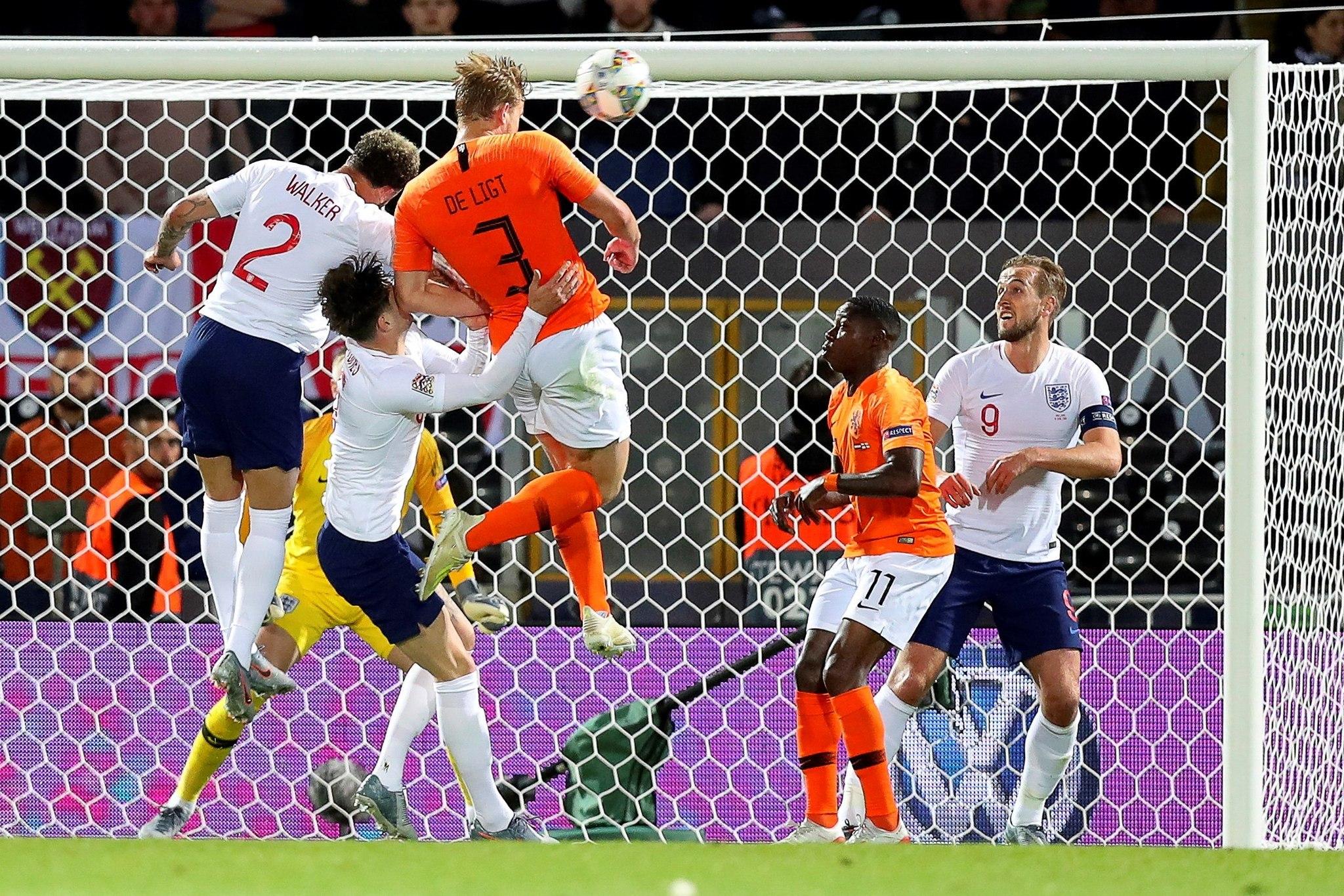 EPA4545. GUIMARAES (PORTUGAL), 06/06/2019.- Matthijs de <HIT>Ligt</HIT> (c) de Holanda anota el 1-1 durante la semifinal de la Liga de Naciones de la UEFA entre Holanda e Inglaterra este jueves, en el estadio D. Afonso Henriques, en Guimaraes (Portugal). EFE/JOSE COELHO