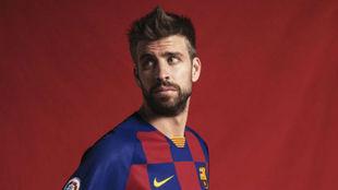 Piqué, con la nueva elástica del Barça.