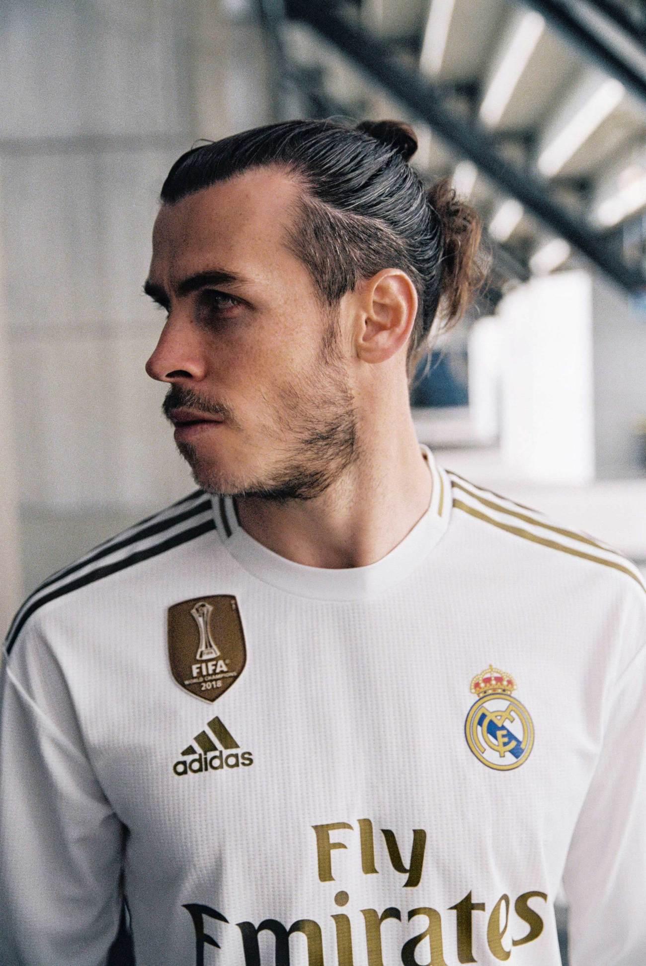 5a78882de9 La nueva camiseta del Real Madrid, al detalle: la corona de oro, el precio,  los dorsales.
