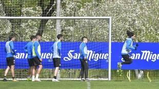 Los jugadores del Eibar, en un entrenamiento.