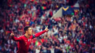 Cristiano Ronaldo celebra uno de los tres goles que consiguió en...
