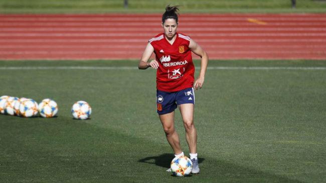 Vicky Losada controla un balón durante un entrenamiento de la...