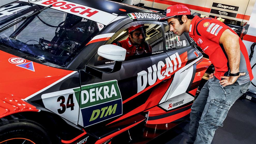 Danilo Petrucci mira el Audi RS5 DTM de Dovi.