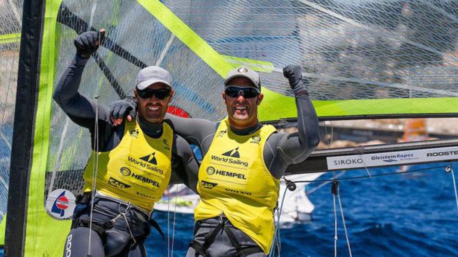 Los hermanos Alonso celebran su victoria en la Final de la Copa del...