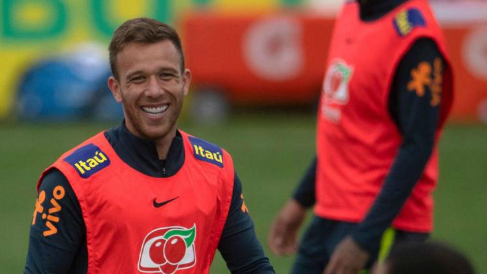 """Arthur: """"Con Brasil tengo más libertad que en el Barça para construir"""""""