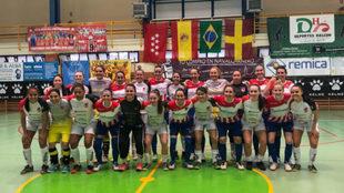 El Atlético Navalcarnero y el Leoas da Serra posan antes del partido.