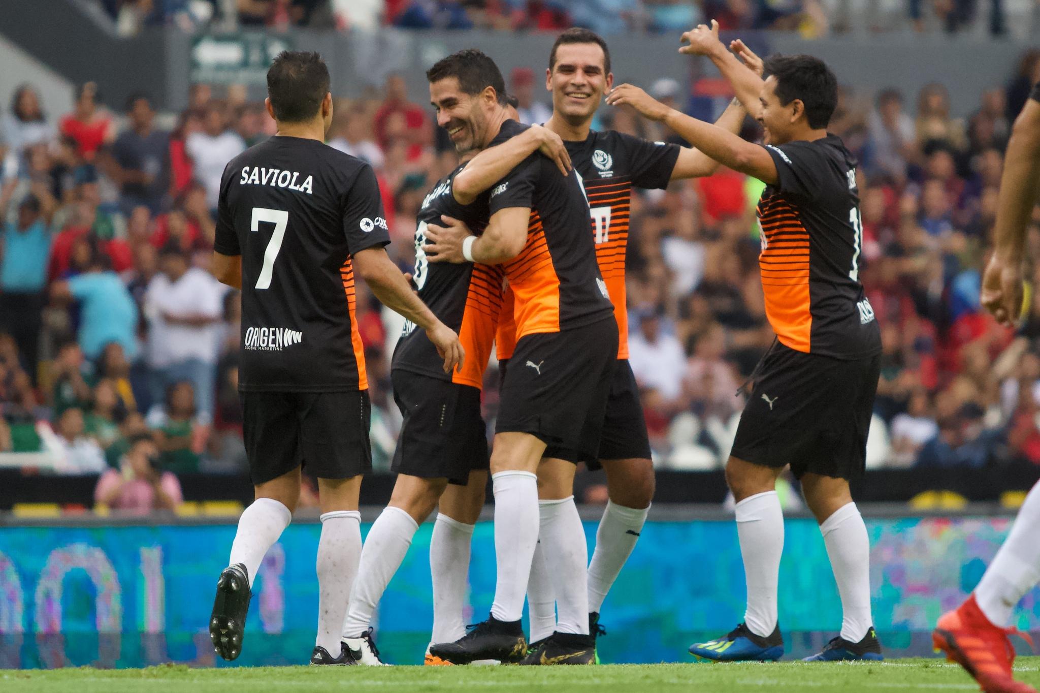 Rafael Márquez se despidió de las canchas con partido a beneficio