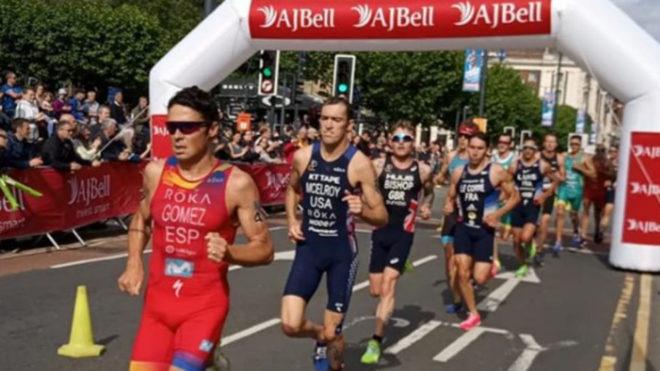 Javier Gómez Noya durante la prueba en el tramo final a pie.