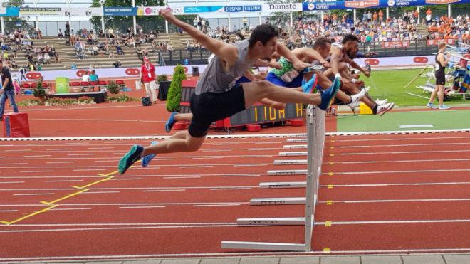 Orlando Ortega durante la carrera de hoy en Hengelo.
