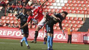 Instante del partido jugado este domingo entre el Nástic y el Lugo.