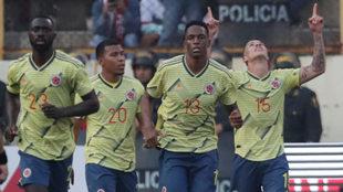 Mateus Uribe celebra uno de sus goles