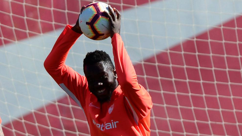 Joris Gnagnon, en un entrenamiento del Sevilla.