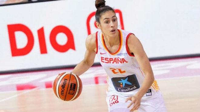 María Conde jugando con la Selección Española