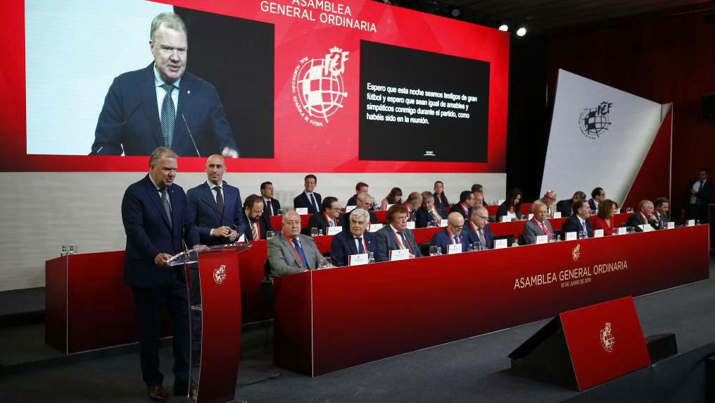 La mesa ejecutiva de la Asamblea de la RFEF, durante el discurso del...