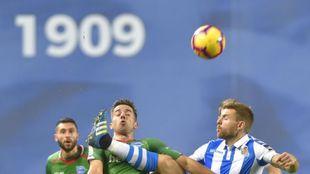 Real y Alavés, en el partido liguero en Anoeta.
