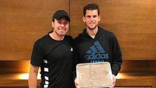 Nicolás Massú junto a Dominic Thiem tras la final de Roland Garros