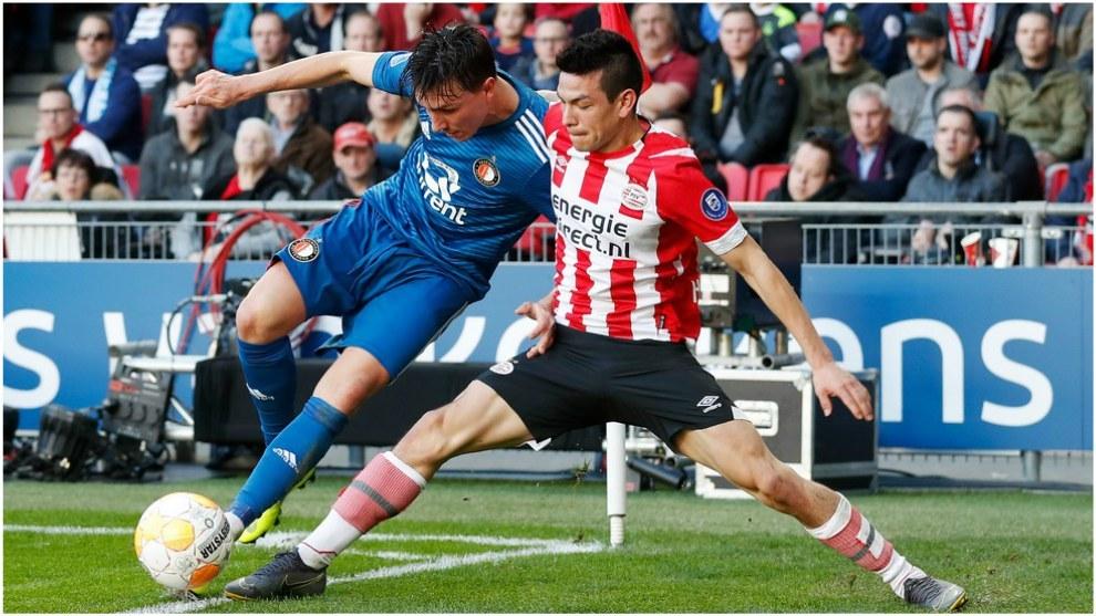 Chucky Lozano, en un partido con el PSV ante el Feyenoord.