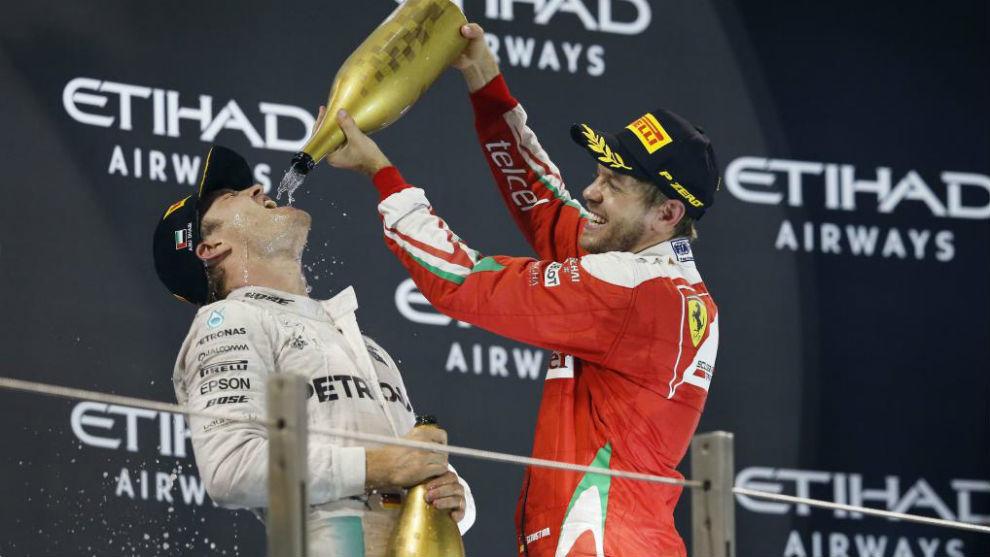Vettel y Rosberg en el podio de Abu Dabi 2016.