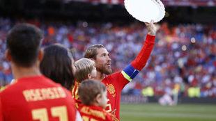 Ramos recibió una bandeja tras su récord.