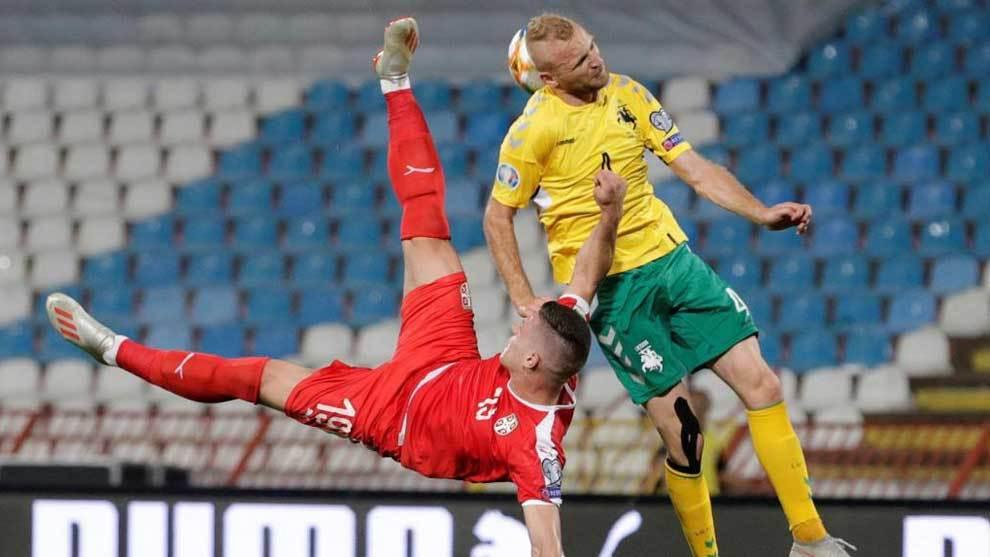 Jovic remata de forma acrobática