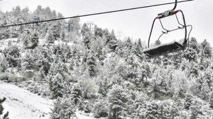 Las pistas de esquí han pasado del verde al blanco
