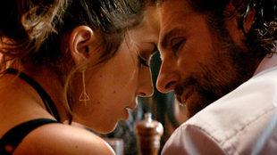 Lady Gaga y Bradley Cooper en una escena de 'Ha nacido una...