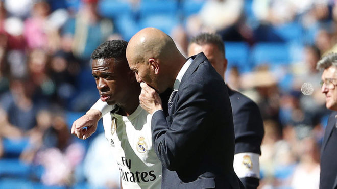 Vinícius y Zidane durante el último partido de la pasada temporada