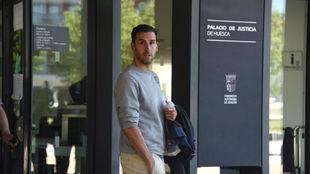 Íñigo López, tras ser puesto en libertad con cargos, saliendo del...