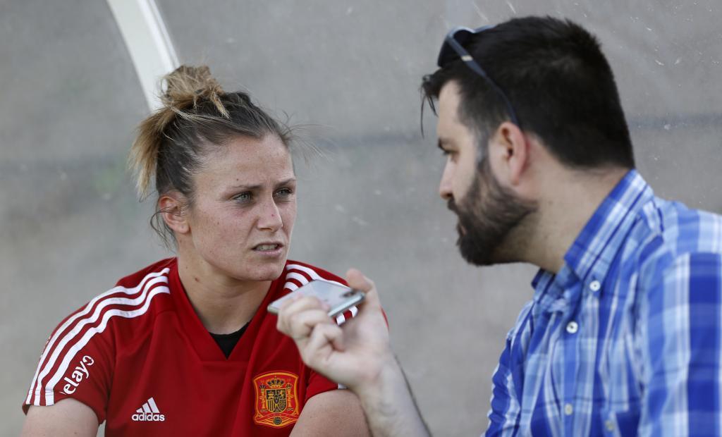 Sandra Paños con el redactor de MARCA durante la entrevista.