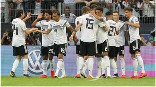 Alemania celebra uno de sus goles a Estonia.