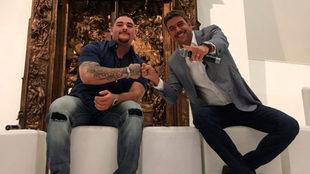 Andy Ruiz, junto a Arturo Elías Ayub, director general de Fundación...