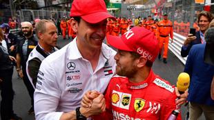 Wolff saluda a Vettel.