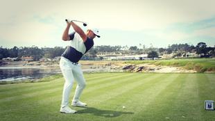 Koepka realiza un golpeo en una sesión previa en el Pebble Beach Golf...