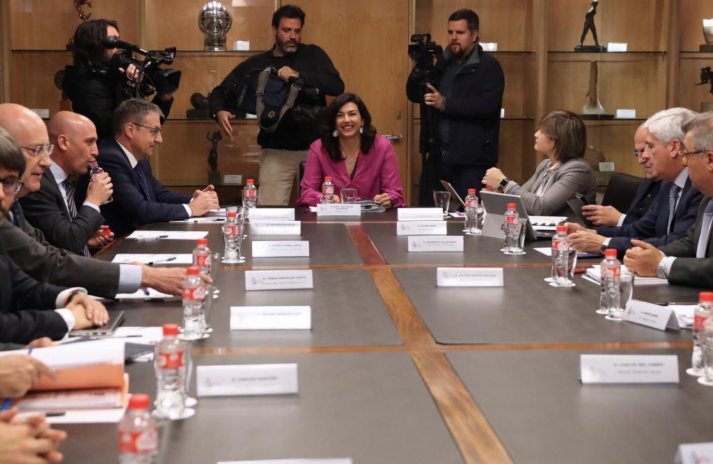 María José Rienda en la mesa de negociación entre LaLiga y la RFEF,...