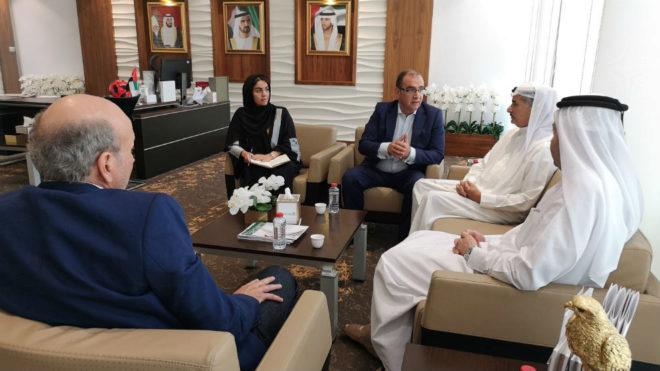 Gallardo conversa con Saeed Mohd Hareb, Nasser Al Rahma y Sara...