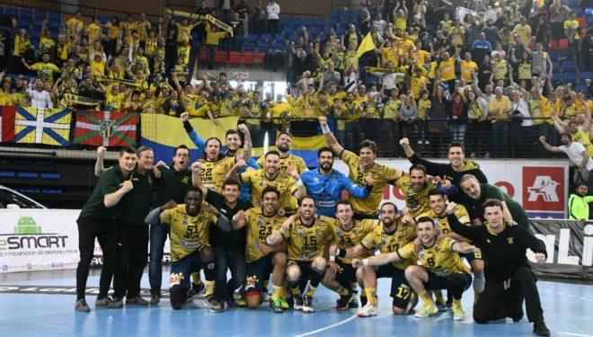 La plantilla del Bidasoa celebra el subcampeonato de Liga /
