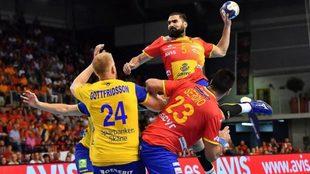 Jorge Maqueda intenta el lanzamiento.