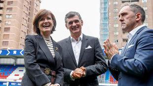 Amaia Gorostiza, José Luis Mendilibar y Fran Garagarza, en el acto de...