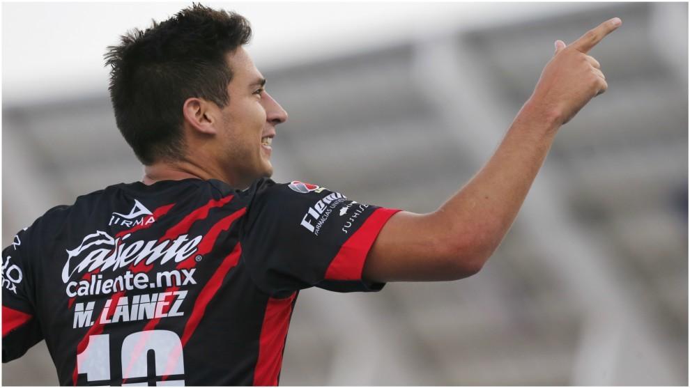 Mauro Lainez, en un partido de la Liga MX.