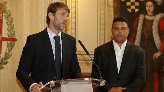 Carlos Suárez habla ante los medios en la presentación de Ronaldo...