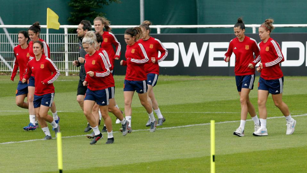 La selección española se entrena en Lille antes de partir hacia...