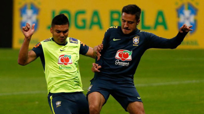 Casemiro fights for the ball with Marquinhos during training.