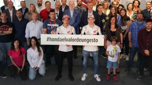 Márquez y Lorenzo, ayer en la acción solidaria de Honda.